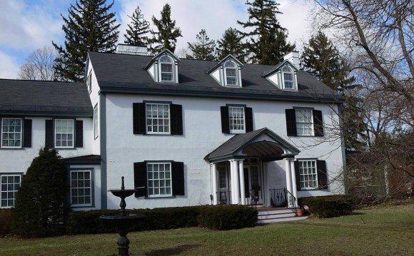 Decor Colonial Revival