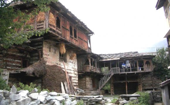 File:Old style home, Manali