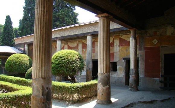 Peristyle, Casa della Venere