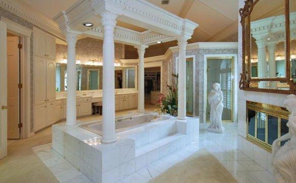 Roman-style jacuzzi tub &
