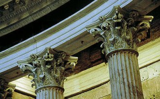 Image: Elaborate crowns — Corinthian capitals crown the columns in the alcoves.