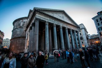 Image: Visitors from all over the world visit the Pantheon, one of the oldest intact buildings of antiquity.