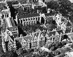 Main quadrangles at the University of Chicago, southeast corner. Historic photograph courtesy of the University of Chicago Library.